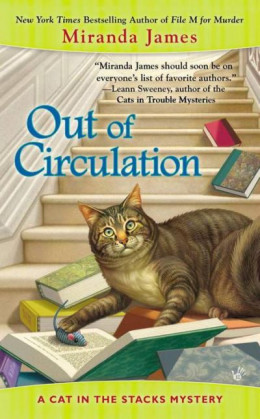 Out of Circulation (CAT IN THE STACKS MYSTERY)